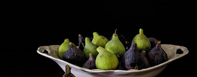 picked figs in a bowl