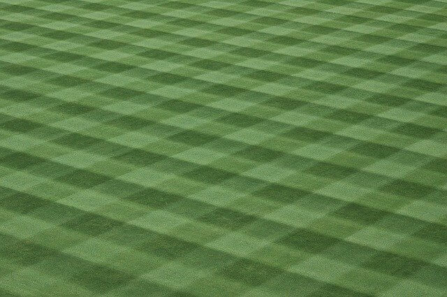 how to create lawn stripes when using a push mower